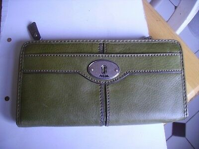 """Vintage collectible """"Fossil"""" green leather purse dating from 1950s-60s."""