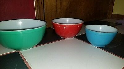 Vintage Pyrex Mixing Nesting Bowls Set Of 3 Green Red Blue