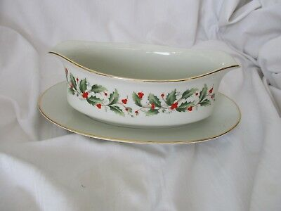 Royal Gallery Macy's gravy attached underplate Holly 6283 Christmas green red