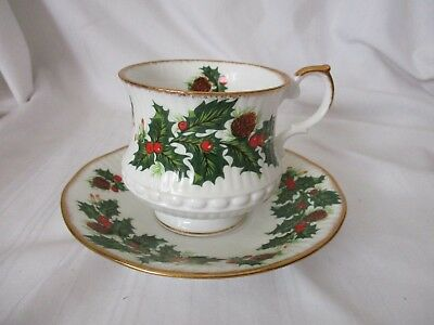 Rosina bone china Queen's Yuletide cup & saucer set holly Christmas green gold
