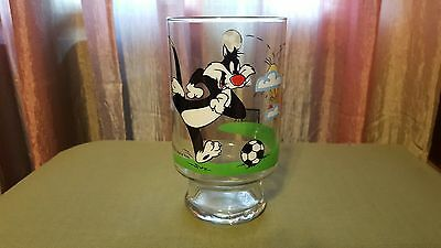 1995 Warner Bros Sylvester Collectible Large Glass Tumbler Sylvester and Tweety
