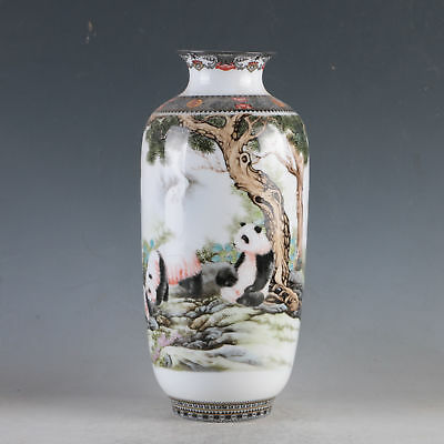 China Porcelain Hand-Painted Pandas Vase Made By The Royal Of Qianlong HP0114