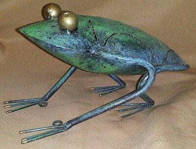 Adorable METAL Garden Art Toad FROG Wall Hanging Statue
