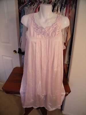 VANITY FAIR long nightgown pale pink with embroidered bodice MEDIUM nylon USA