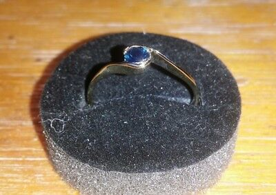9 ct blue sapphire gold ring . sapphire natural