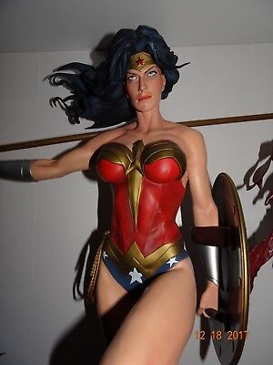 Wonder Woman Premium Format Figure by Sideshow Collectibles 512/3500