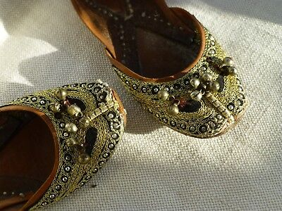 Vtg childs leather embroidered shoes slippers Moroccan Eastern ethnic style