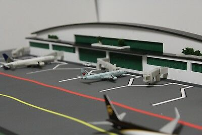 1/400 Scale Model Airport Terminal + HQ composite plastics + 7 Jetbridges (60cm)