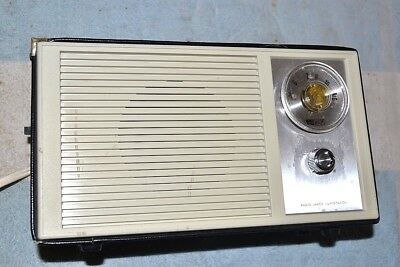 REALISTIC 12-657 LARGE AM 12 TRANSISTOR PORTABLE RADIO AC/BATTERY pro serviced