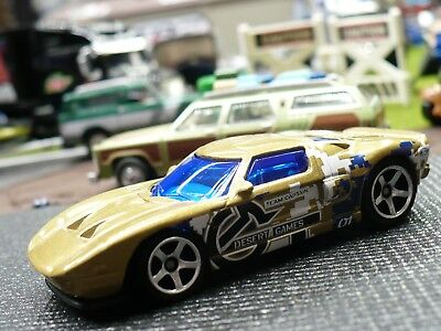 2004 Ford GT, Champagne Metallic in desert games graphics