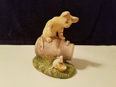 Cat Sitting on Barrel with Mouse Figurine Stonecast 4-1/2""