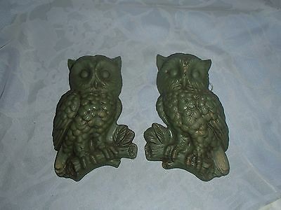 2 Green Owl Plaque Figures, Wall Hanging Owl Plaques with Hangers, Plastic/Resin