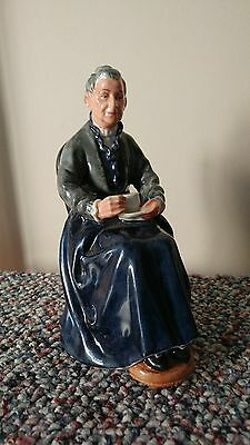 """ROYAL DOULTON FIGURINE """"The Cup of Tea"""" HN 2322"""