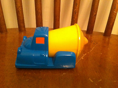 vintage 1997 Wendy's Kids Meal toy of a chocolate Frosty truck Restaurant Car