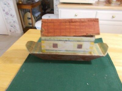 Late 1800S Early 1900S Noah's Ark With Removable Roof And 3People And 6 Animalsr