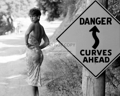 Actress Jamie Lee Curtis - 8X10 Publicity Photo (Op-966)