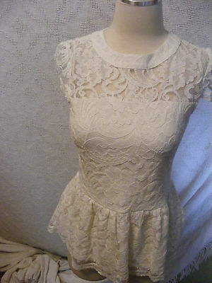 Comme Toi Sz S Romantic White Floral Lace overlay Peplum Blouse VICTORIAN LOOKS