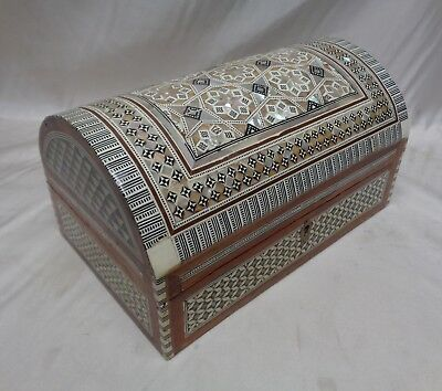 Gorgeous Vintage Wooden Box w. Intricate Inlaid Mother of Pearl Star Patterns