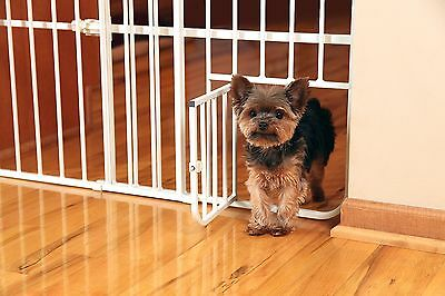 CARLSON Mini Tuffy Expandable Gate with Small Pet Door 0618