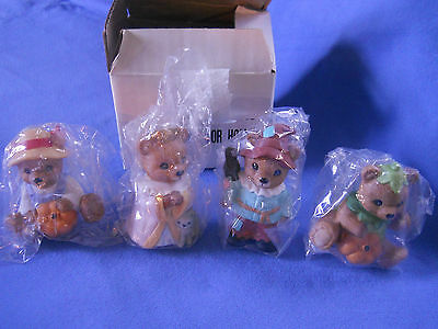 Homco #1426 Costume Bears Scarecrow Princess With A Cat And Pumpkins Bears