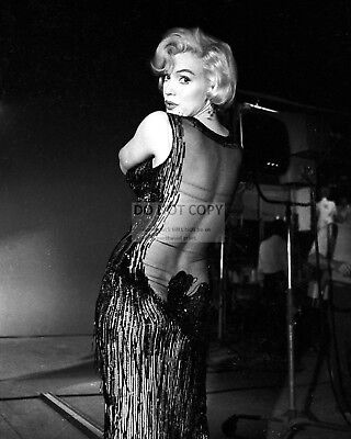 """Marilyn Monroe In """"some Like It Hot"""" - 8X10 Publicity Photo (Fb-727)"""
