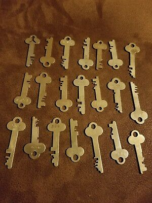 Vintage LOT OF 21 Brass Keys Safe Deposit Box Lock Keys- Crafts.. Lot 4