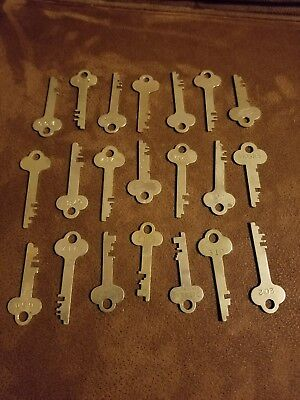 Vintage LOT OF 21 Brass Keys Safe Deposit Box Lock Keys- Crafts.. Lot 8