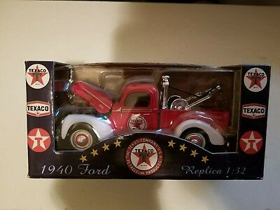 2001 Texaco 1940 Ford Power Wagon Tow Truck 1/32 scale Old Timer Collection II