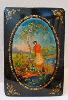 Russian Mctepa Artist Signed Lacquer Box Hand painted