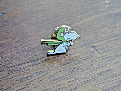 Vintage Peanuts Snoopy THE AVIATOR Pin Green Helmet & Scarf