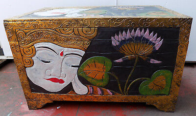 Trunk in wood albesia with face of Buddha white gold cm80x44x50 chest