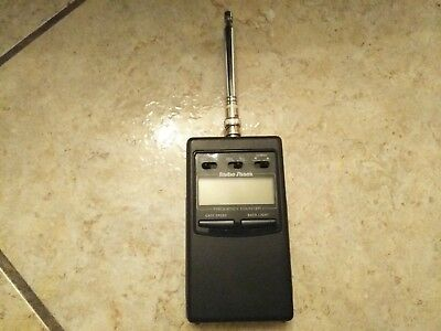 Radio Shack Hand Held LCD RF Frequency Counter Model 22-305
