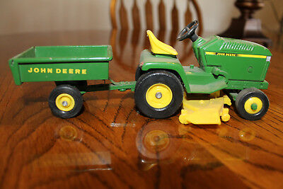 John Deere 1/16 toy garden tractor with cart
