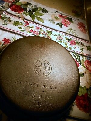 GRISWOLD  CAST IRON SKILLET #8 E Small Logo 10 1/2 INCH  MADE IN USA