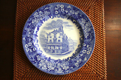 """Flow Blue plate OLD STATE HOUSE, BOSTON 10.5"""" Wedgwood England 4L30 Tercentenary"""