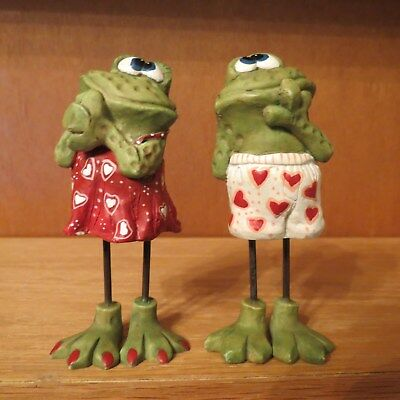 """Valentine Frog Couple with Wire Legs Resin 4 1/4"""" Valentine Print Shorts/Skirt"""