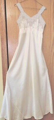 Vtg 1940's Miss D. Benay Tru Form Rayon Bias Cut Nightgown Sz 36