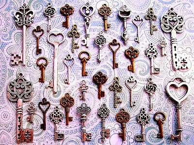 33 Antique Vtg Old Look skeleton key heart lock steampunk jewelry charms CA10