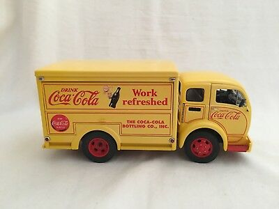 Danbury Mint 1955 Coca Cola Delivery Truck 1:24 Scale Full Load 45 Cylinder