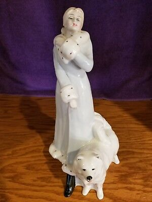 Royal Doulton figurine A Winter's Walk, Signed by Michael Doulton