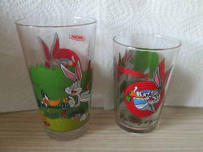 lot verres 1993 Warner Bros - Bugs Bunny - Daffy Duck - H 11,5 et 9,5cm -    (B)