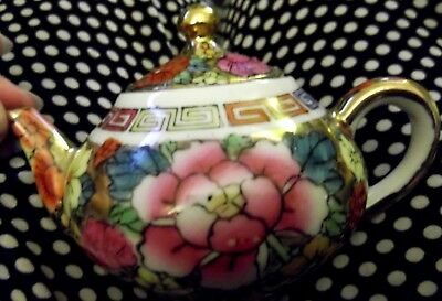 Vintage Chinese Painted Gilt Small Collectable Teapot Excellent Condition