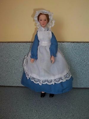 POSEABLE PORCELAIN COUNTRY  MAID DOLL DOLL HOUSE MINIATURE