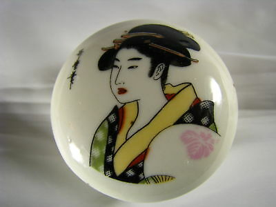 A HAND PAINTED PORCELAIN BOX CERAMIC TRINKET PILL BOX SIGNED Japan ca1900s Rare!