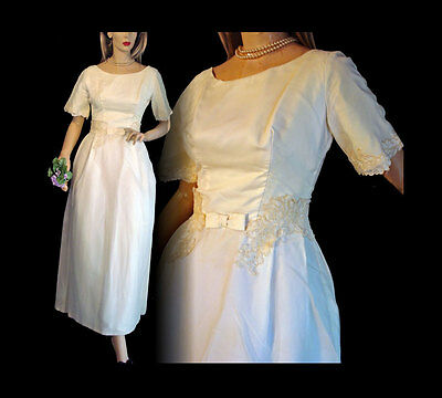 Mod Vintage 60s Wedding Dress Bow, Pearl and Lace Trim S