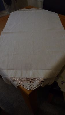 VINTAGE WHITE LINEN SIDEBOARD/TABLE MAT RUNNER 43 x 23in CLOVER PAT CROCHET EDGE