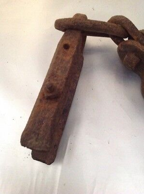 VINTAGE 19thC ANTIQUE OLD WROUGHT IRON SHACKLE CHAIN HORSE FARM HAND MADE