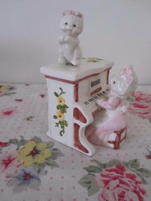 Vintage MUSICAL CAT Playing PIANO Ceramic Porcelain Figurine Statue