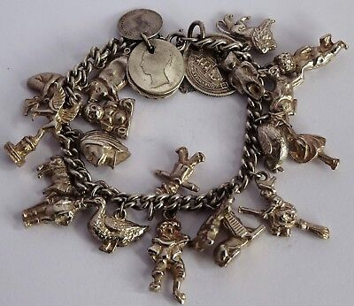 Lovely vintage solid silver charm bracelet & 23 gorgeous silver charms