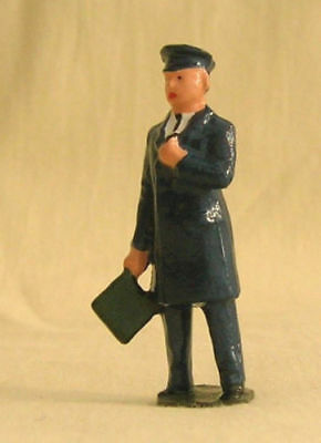 Train Guard w/green flag, Signalman, platform layout figure, Repro Johillco